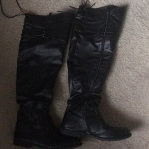 Woman black boots